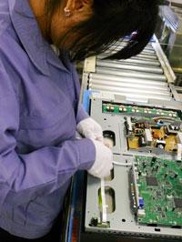 连接电源板和主控制器的柔性扁平电缆。