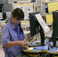 显示器通过所有测试后,扫描序列号,RFID标签从调色板上去除,产品准备好进行包装。