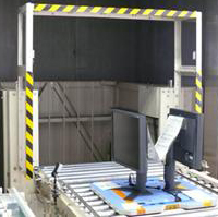 显示器继续由传送带输送,被运送到另一楼层进行包装。